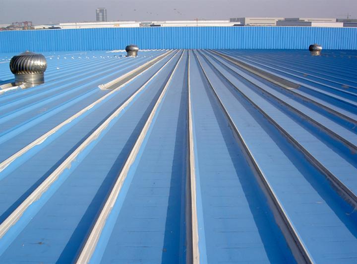 钢结构屋面防水涂料涂刷前,基层上未先涂刷基层处理剂或基层处理剂